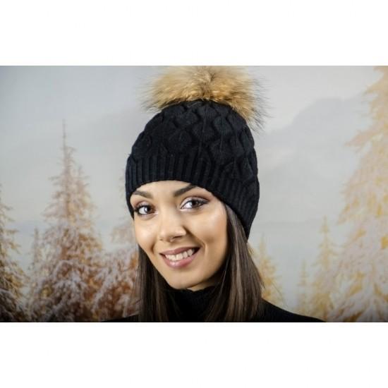 Зимна дамска шапка ангора в черно