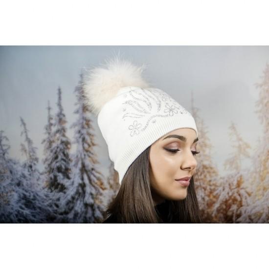 Дамска зимна шапка с полар в бяло