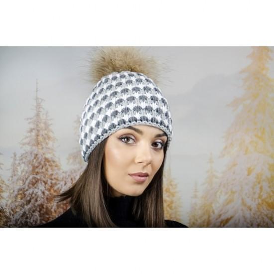Дамска шапка с двойна плетка в бяло и сиво