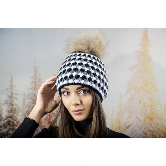 Дамска шапка с двойна плетка в черно, бяло и сиво