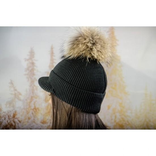 Плетена дамска шапка с помпон и козирка в тъмносиво