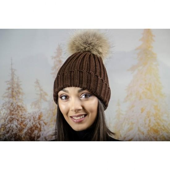 Дебела дамска плетена шапка в кафяво