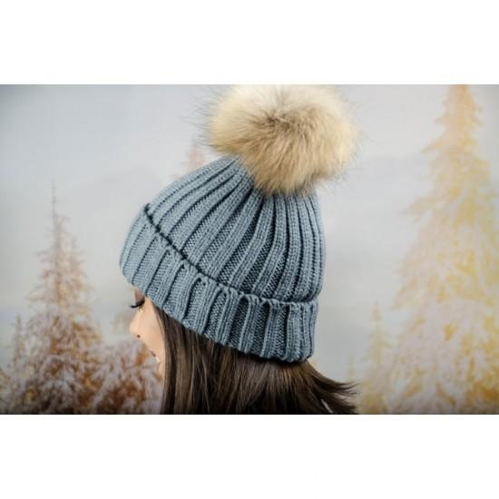 Дебела дамска плетена шапка в сиво
