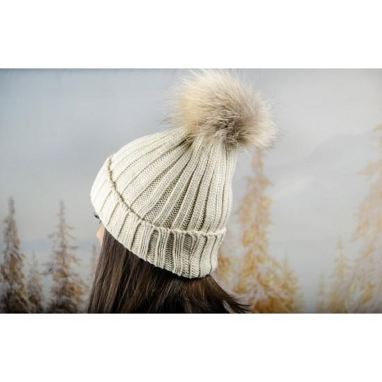 Дебела дамска плетена шапка в екрю