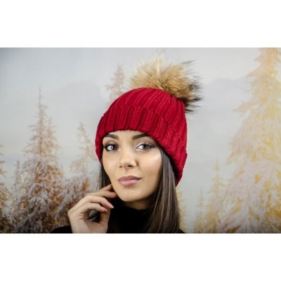 Дебела дамска плетена шапка в червено