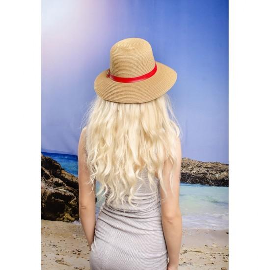 Тъмнобежова дамска шапка с червена кожена лента
