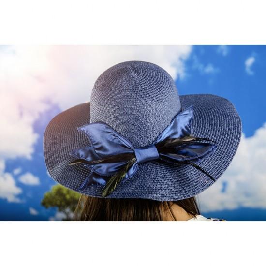 Дамска капела с панделка и пера в синьо