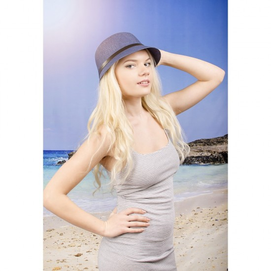 Синя дамска лятна шапка с малка периферия