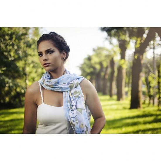 Дамски летен шал със сини цветя