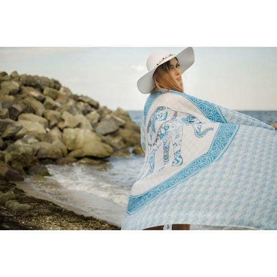 Плажен шал в бяло и светлосиньо със слонче
