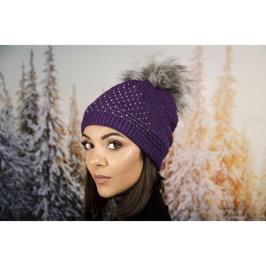 Дамска зимна шапка с еко пух в тъмнолилаво