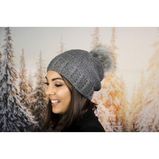 Дамска зимна шапка с еко пух в тъмносиво изчистена
