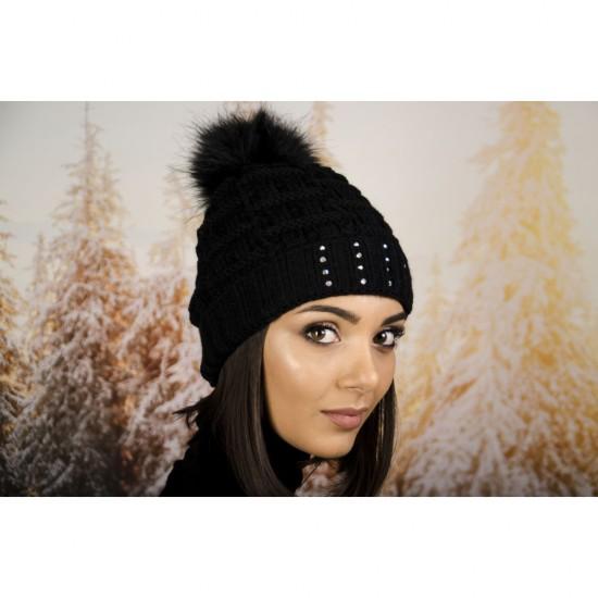 Дамска зимна шапка с еко пух в черно с малки камъчета
