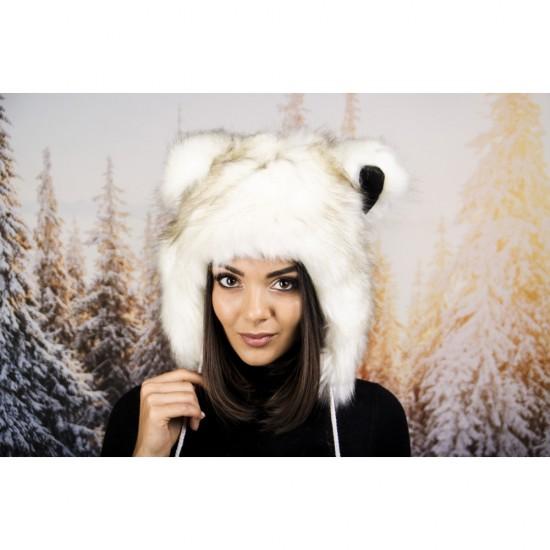 Зимна шапка анимал с ушички бяла с тъмни косъмчета