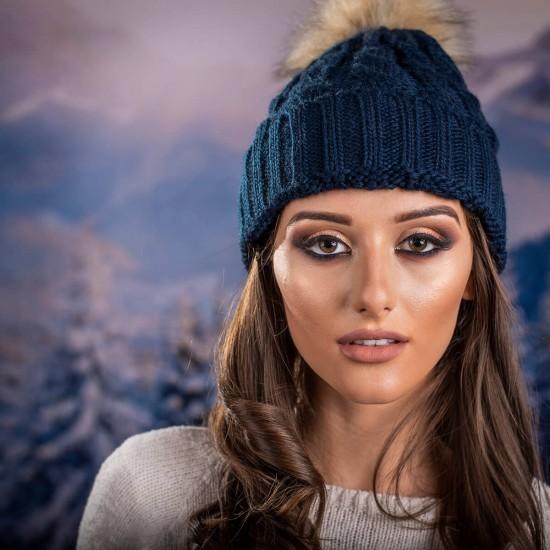 Дамска зимна шапка в синьо-зелено