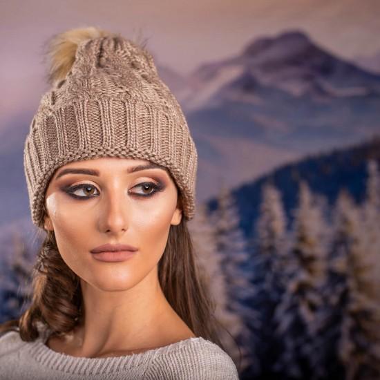 Дамска зимна шапка в кафяво