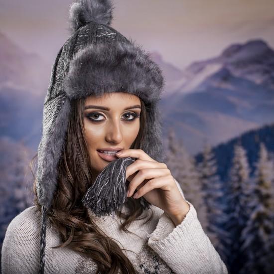 Дамска зимна ушанка в сиво