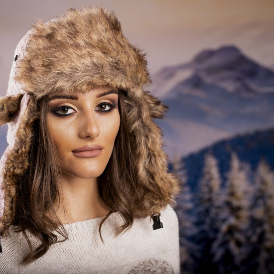 Дамска зимна ушанка в бледорозово
