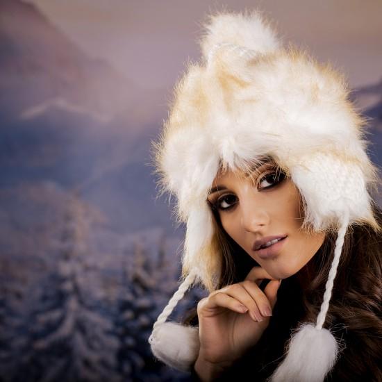 Дамска зимна ушанка с еко пух