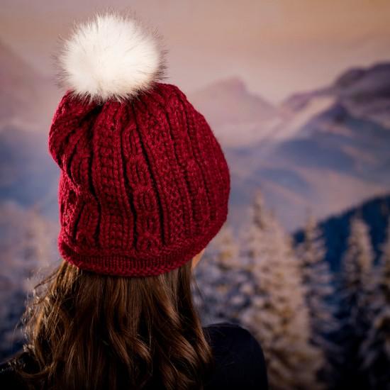 Дамска зимна плетена шапка с цвете