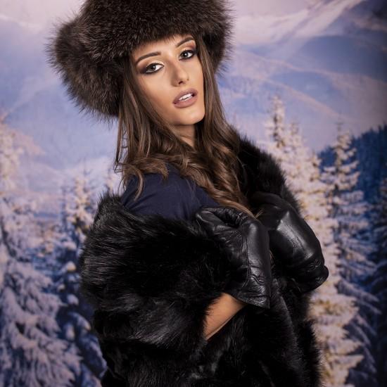 Дамски зимен елек в черно от еко пух