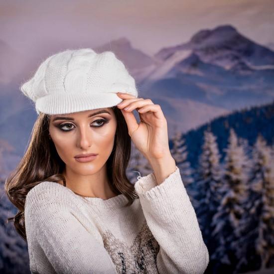 Зимна дамска шапка ангора с козирка