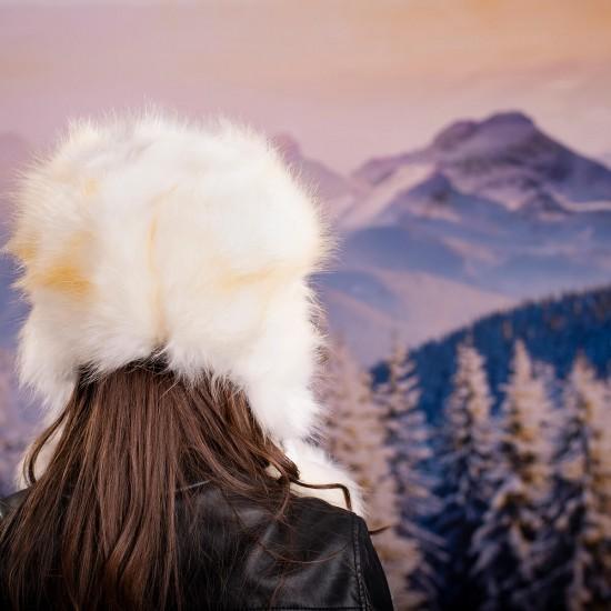 Дамска зимна пухкава шапка