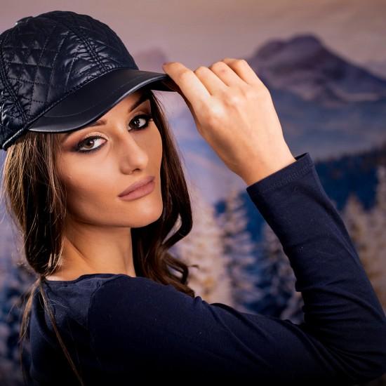 Дамска шапка с козирка
