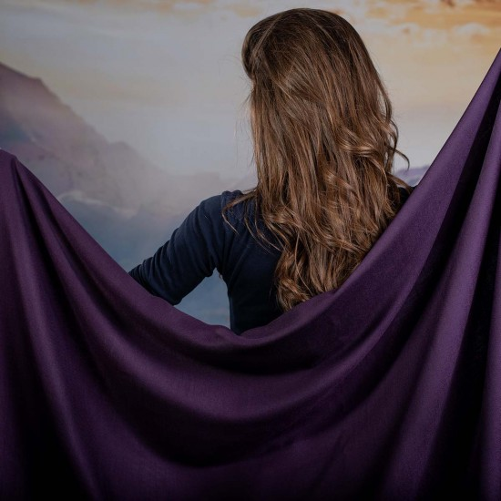 Дамски едноцветен шал в лилаво