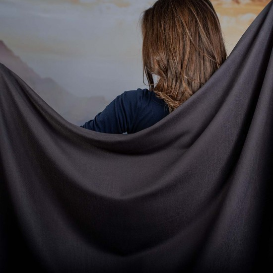 Дамски едноцветен шал в тъмносиво