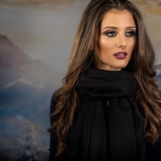 Дамски едноцветен шал в черно