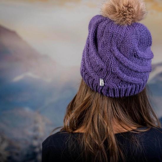 Дамска зимна шапка с помпон естествен пух лилава