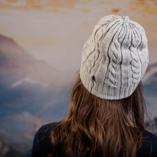 Сива плетена дамска шапка