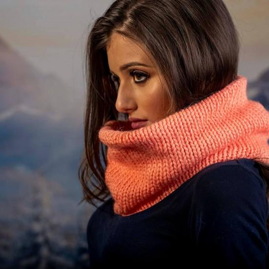 Дамски оранжев зимен шал тип яка