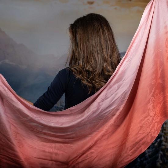 Дамски шал в преливащи розови нюанси
