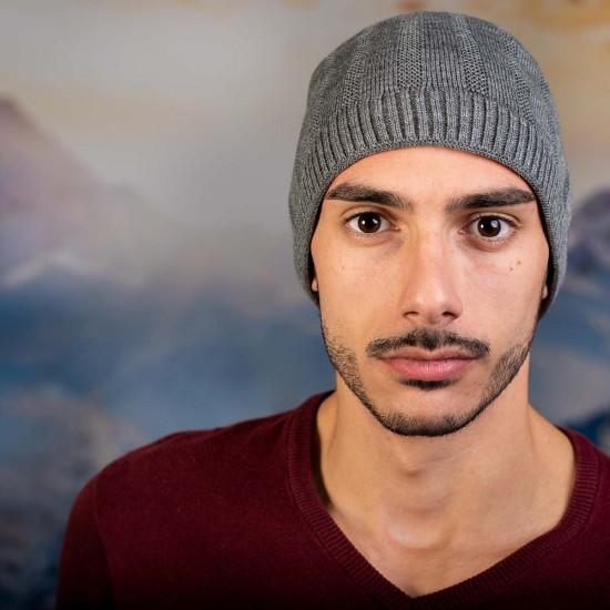 Светлосива мъжка шапка
