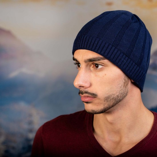 Тъмносиня мъжка шапка