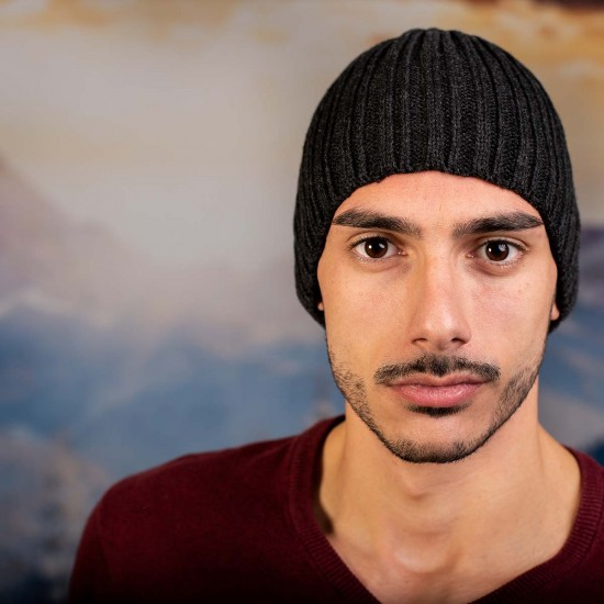 Тъмносива мъжка шапка