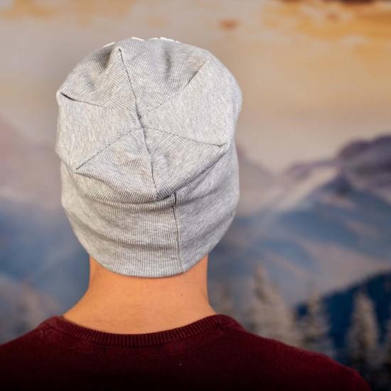 Скейтърска шапка виснала сива с надпис