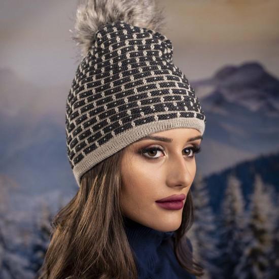 Дамска зимна шапка с еко пух в бежово и сиво
