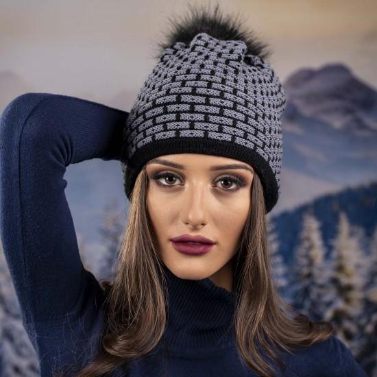 Дамска зимна шапка с еко пух в черно и сиво