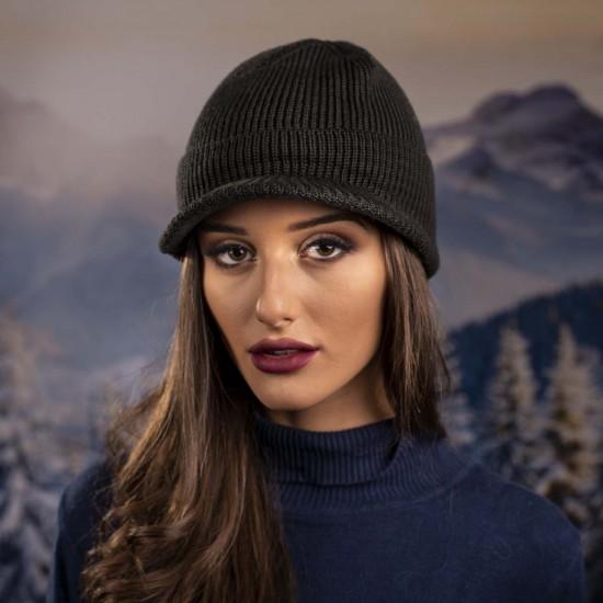 Дамска зимна шапка с козирка тъмносива