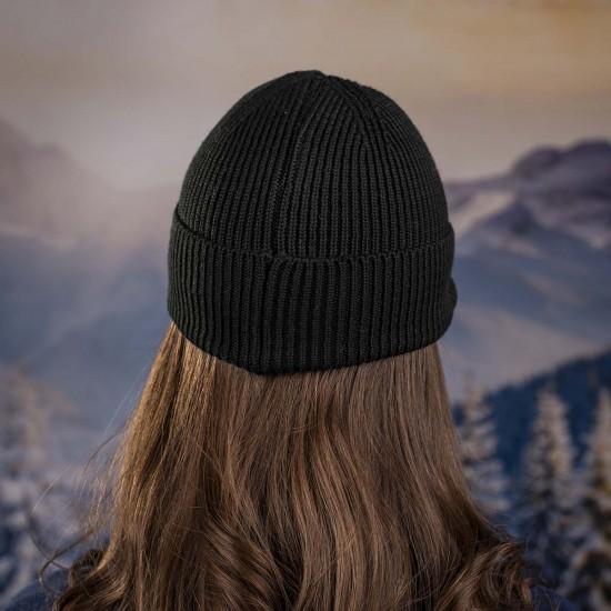 Дамска зимна шапка с козирка в черно