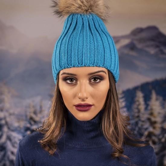 Дамска зимна шапка с помпон енот синя