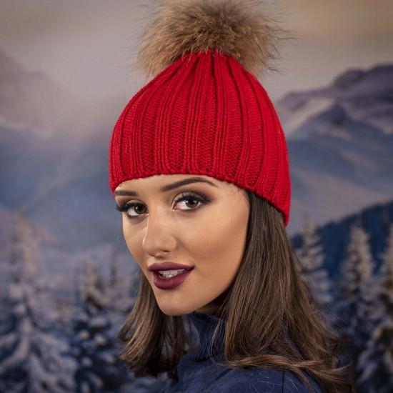 Дамска зимна шапка с помпон енот червена