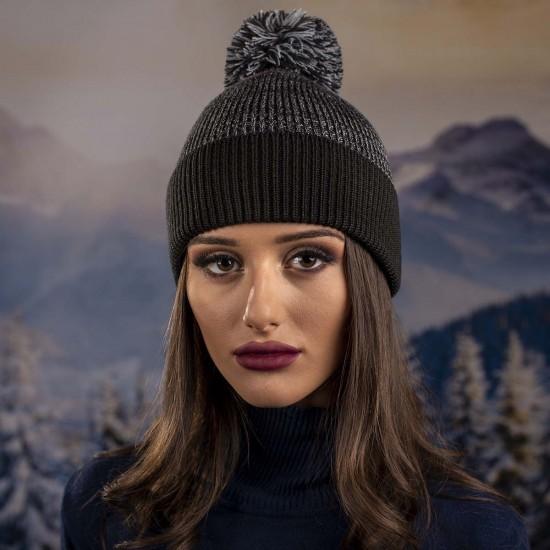 Дамска зимна шапка с помпон