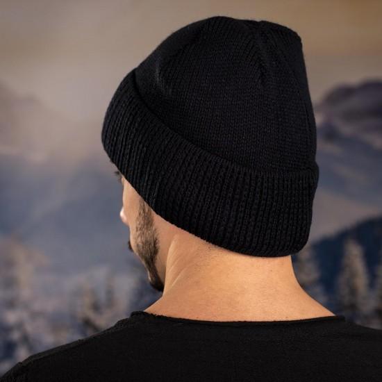 Черна мъжка шапка
