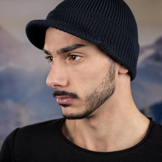 Мъжка зимна шапка с козирка тъмносиня