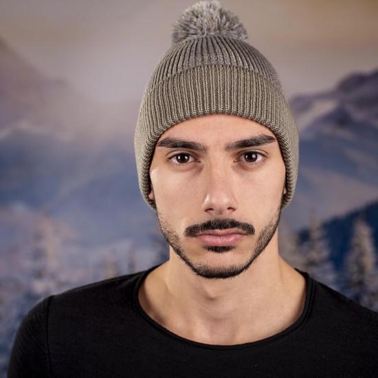 Мъжка зимна шапка с помпон