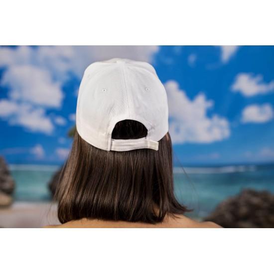 Бяла изчистена  шапка с козирка